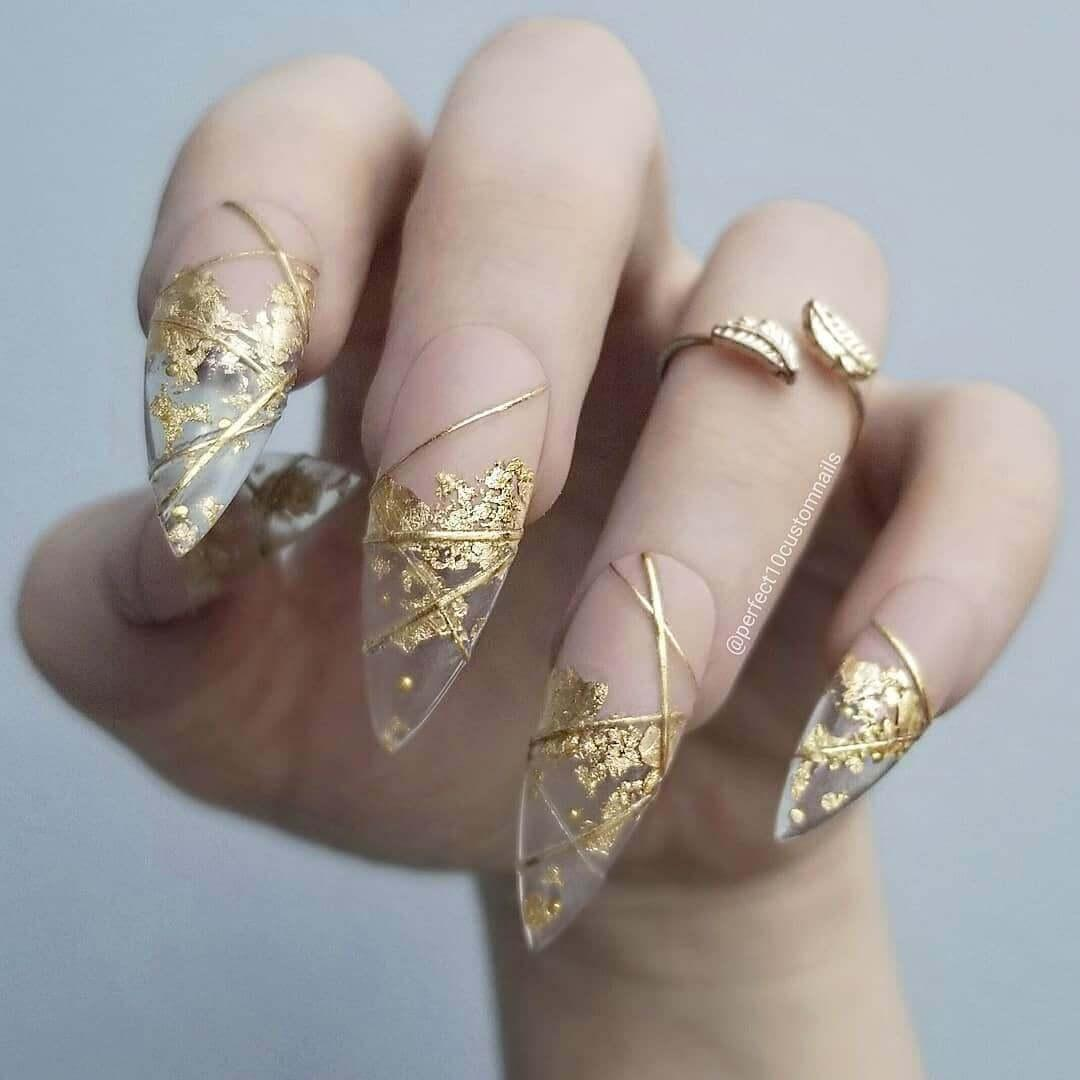Ongles transparents dorés