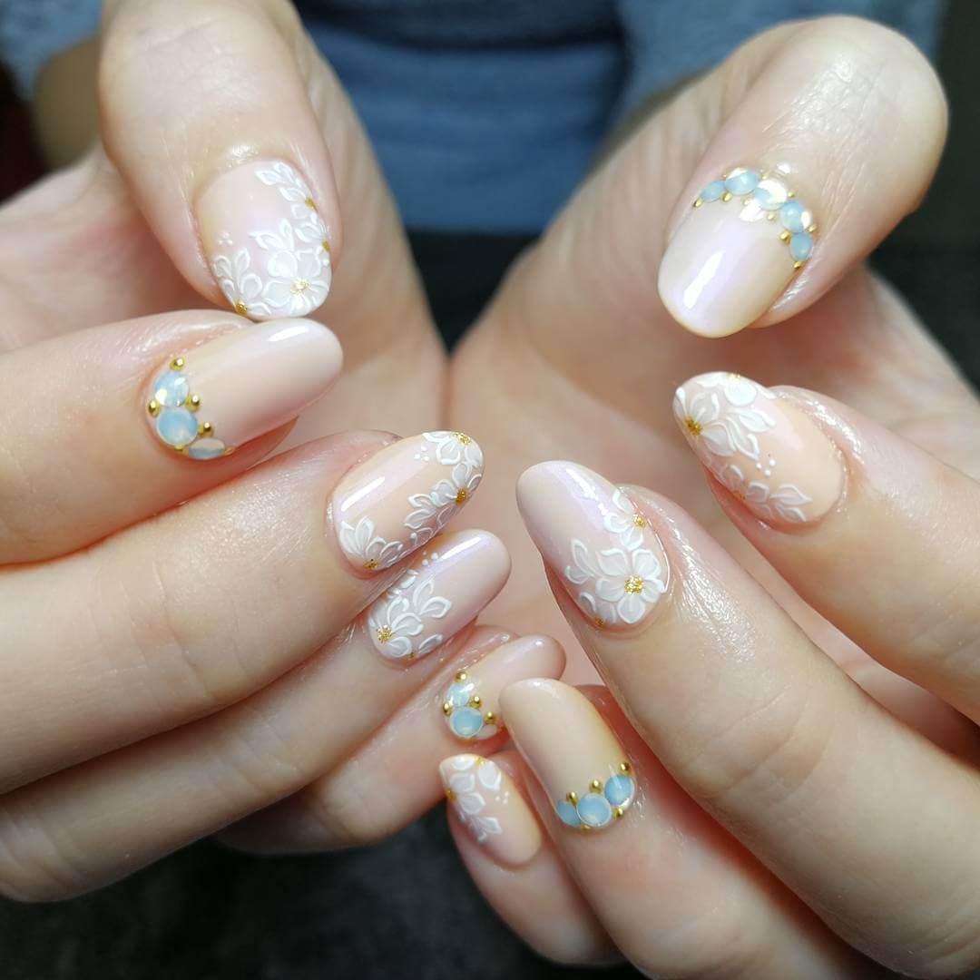 ongles élégants pour le mariage avec des floes