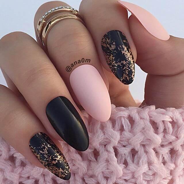 Ongles en acrylique noir et rose