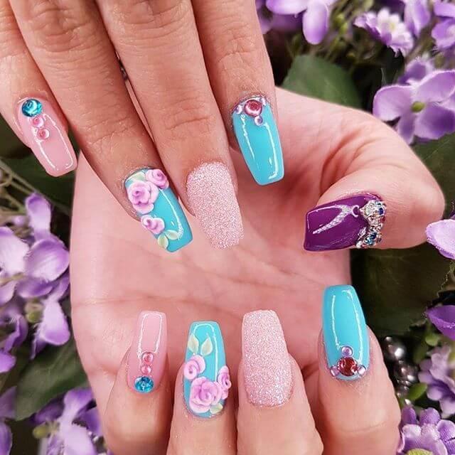 ongles en caviar rose et bleu clair