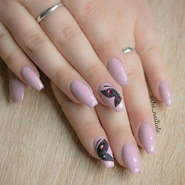 ongles en forme de caviar
