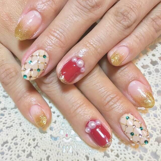 ongles en gel avec accessoires