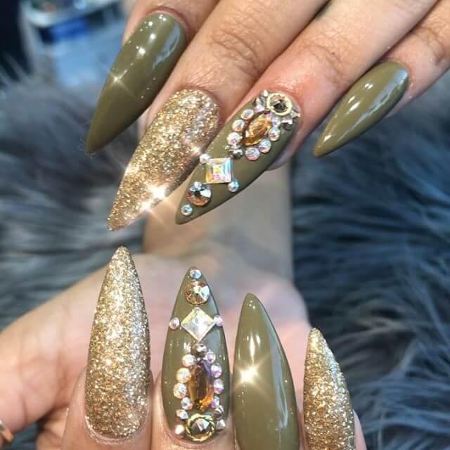 ongles en gel avec pierres