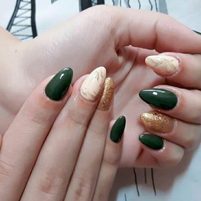 ongles en gel vert et or