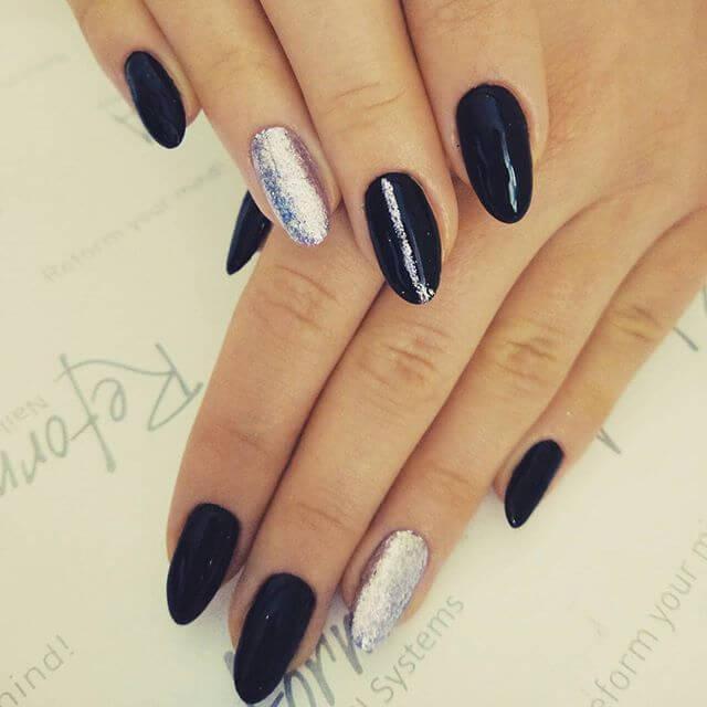 ongles en porcelaine noire et argentée