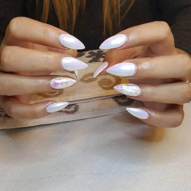 ongles en porcelaine perlée