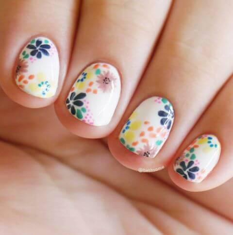 ongles fleuris pour les filles