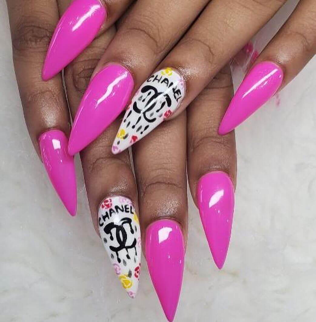ongles longs décorés chanel rose