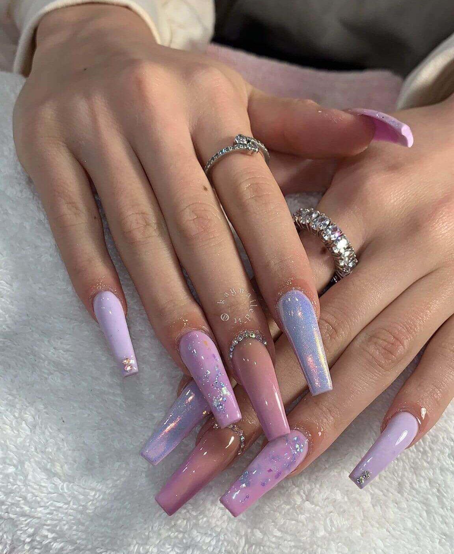 ongles longs décorés violet