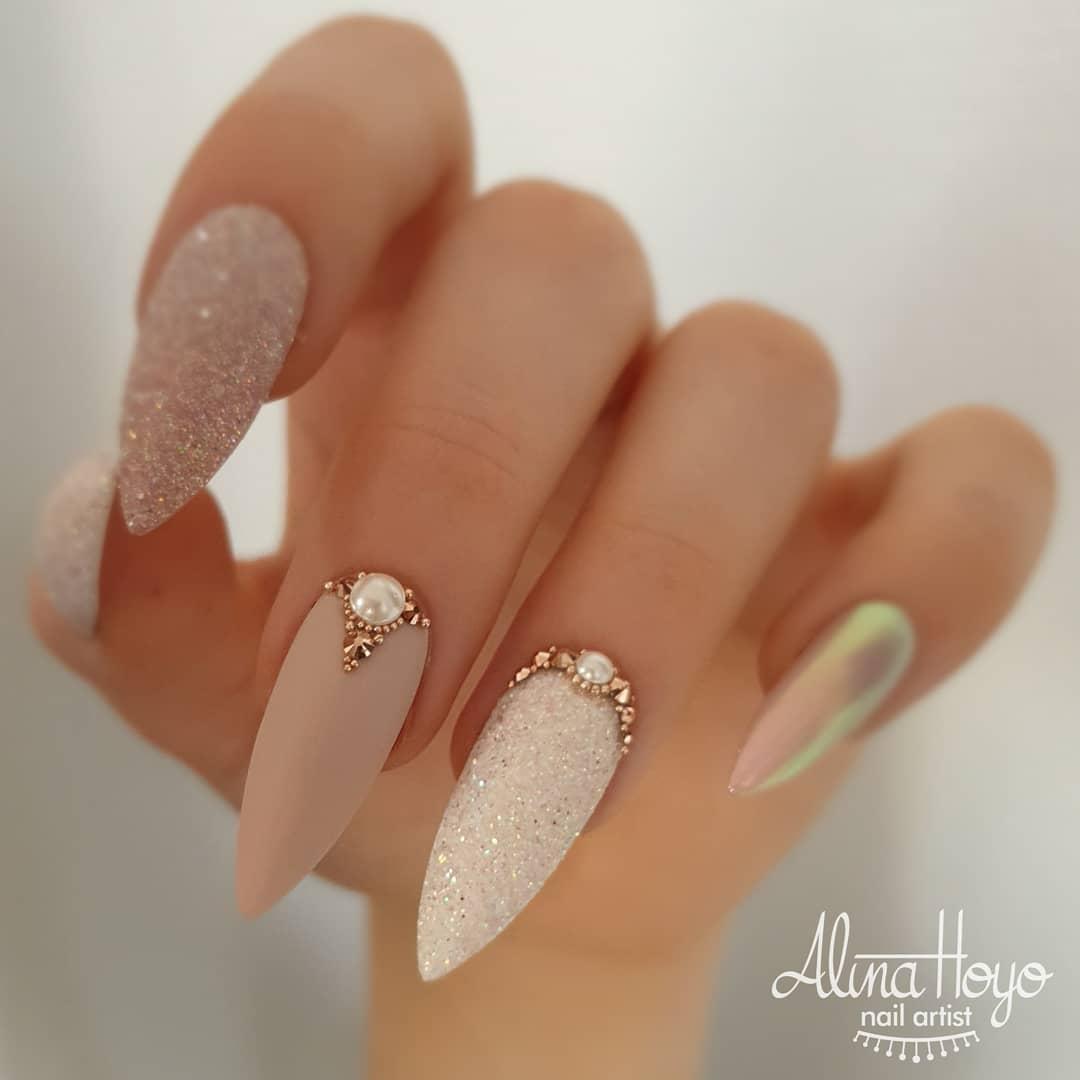 ongles longs et élégants