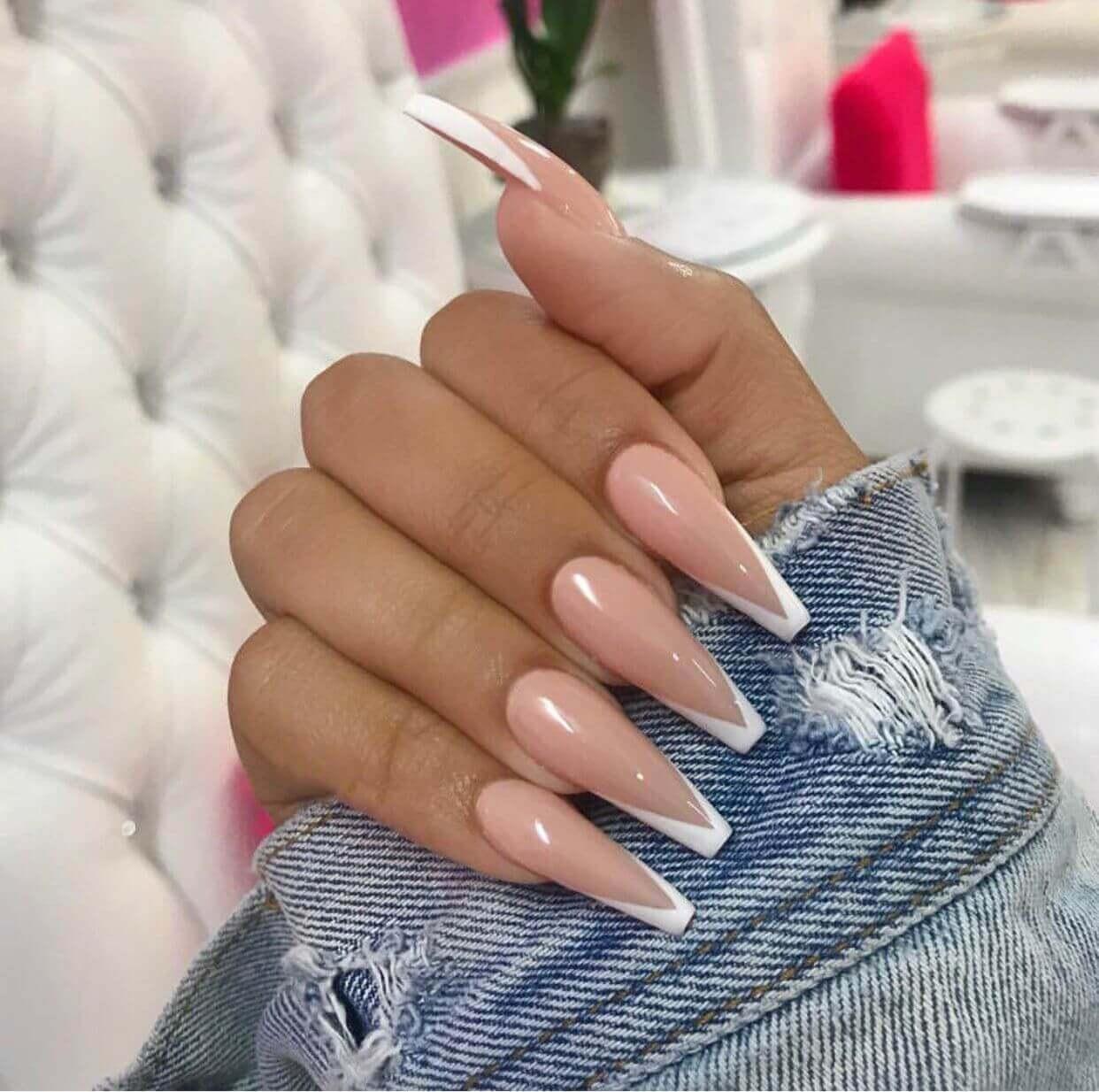 ongles longs français ou à pointe blanche