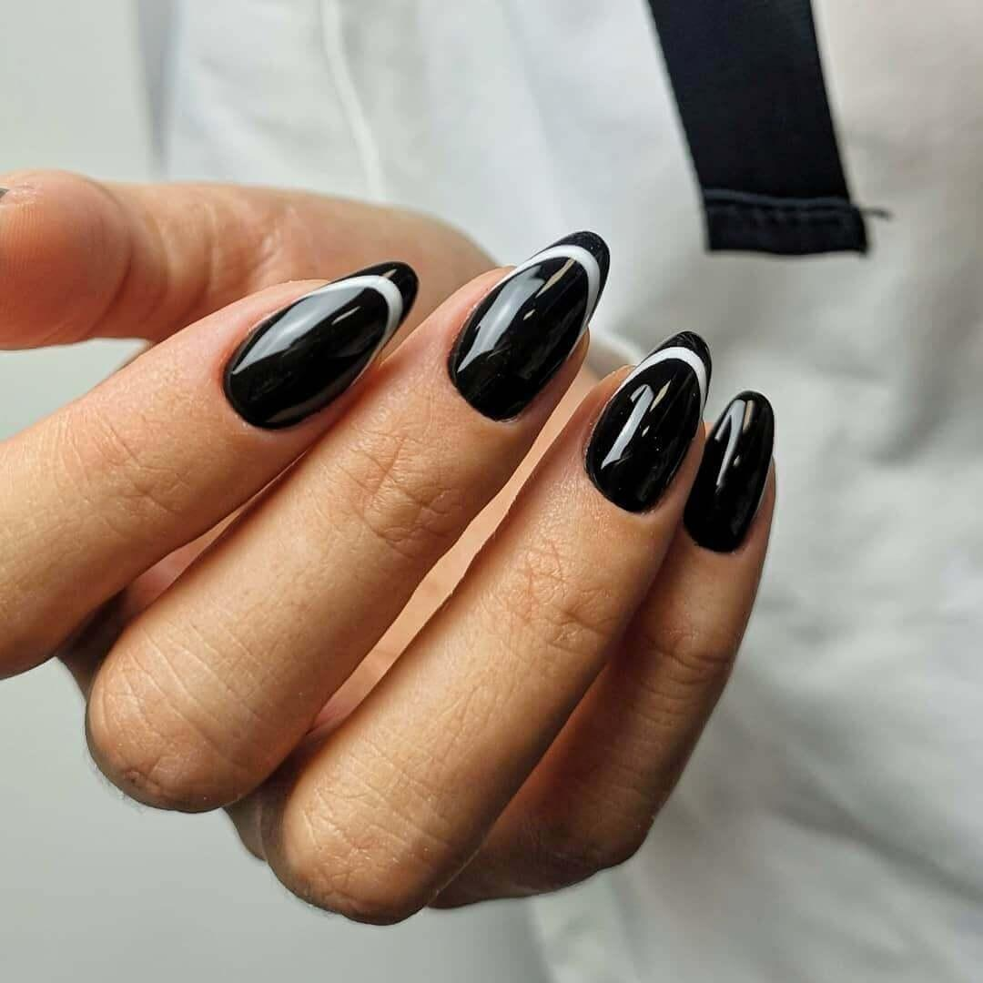 Ongles noirs avec blanc