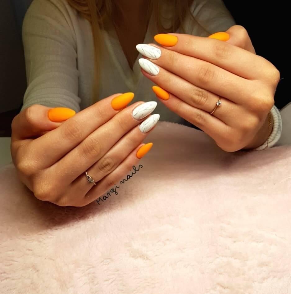 ongles orange et blancs pour l'halloween