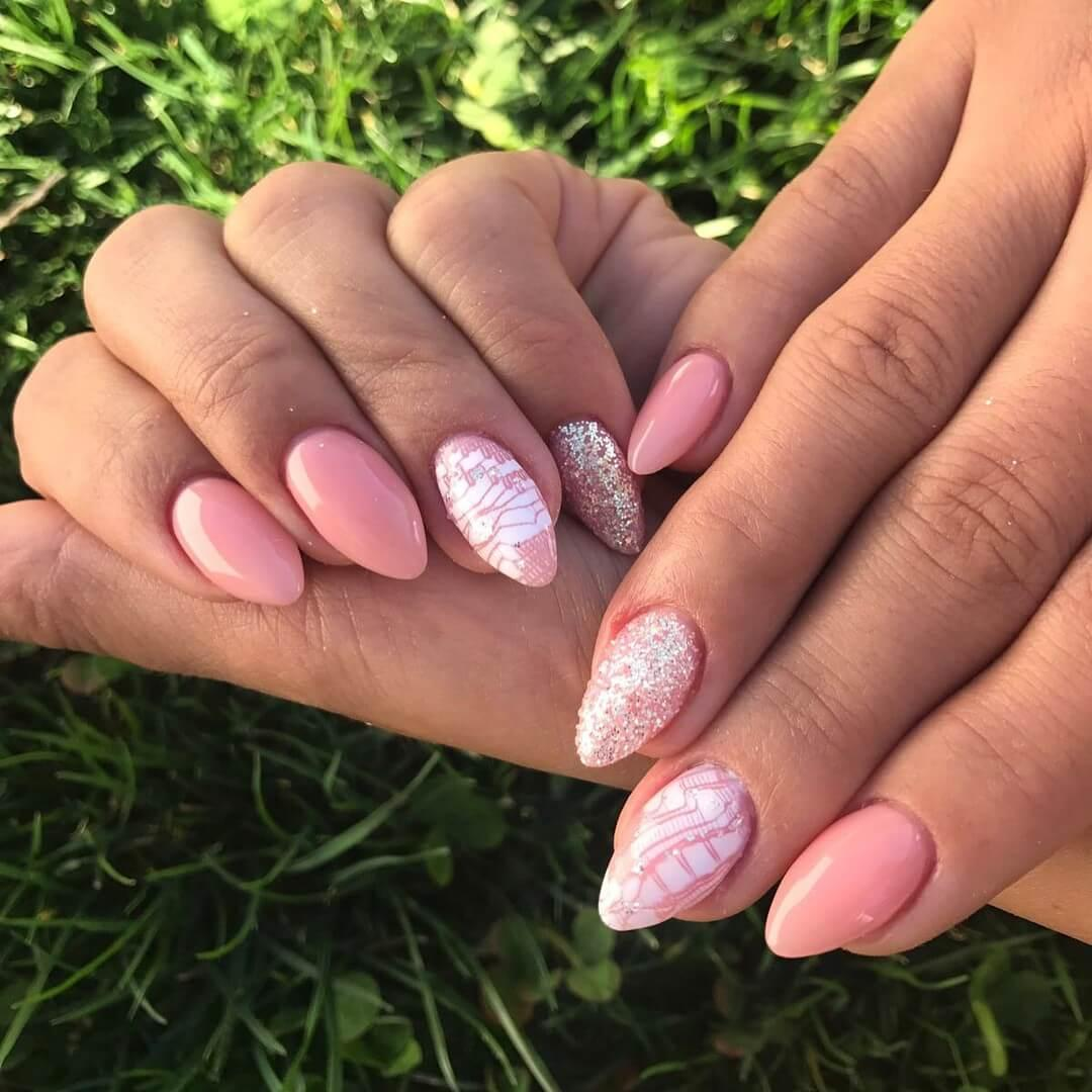 ongles roses de mariage