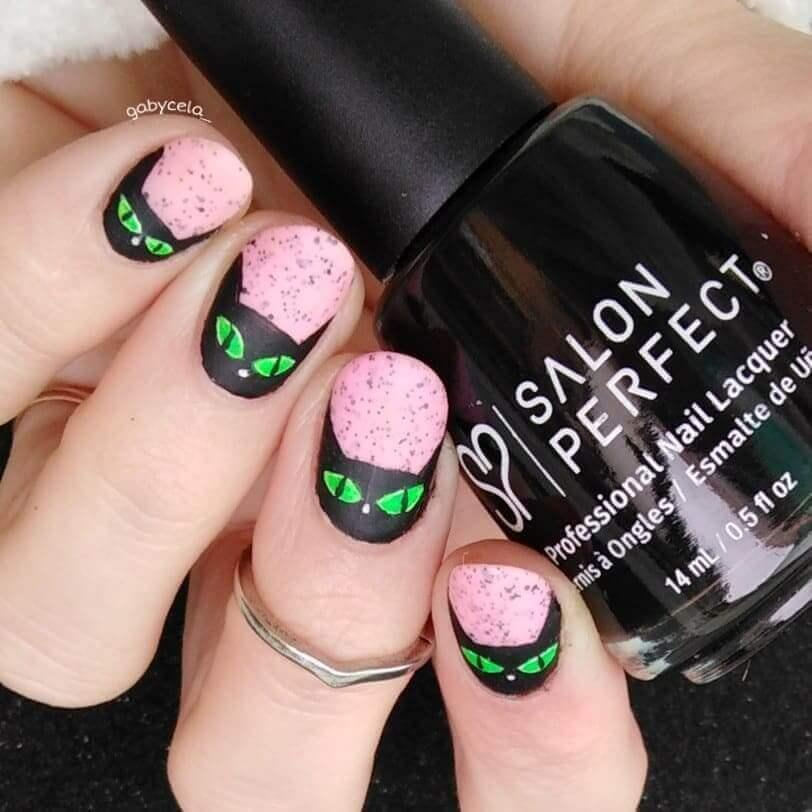 ongles roses pour l'halloween