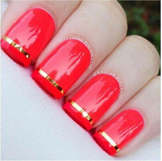 Rouge avec rubans dorés