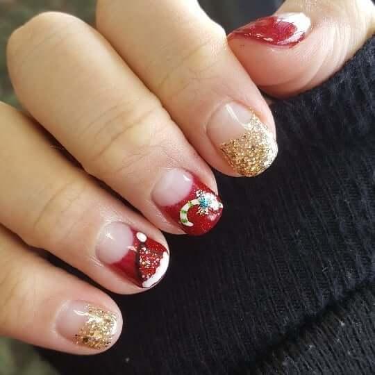 ongles rouges décorés pour noël