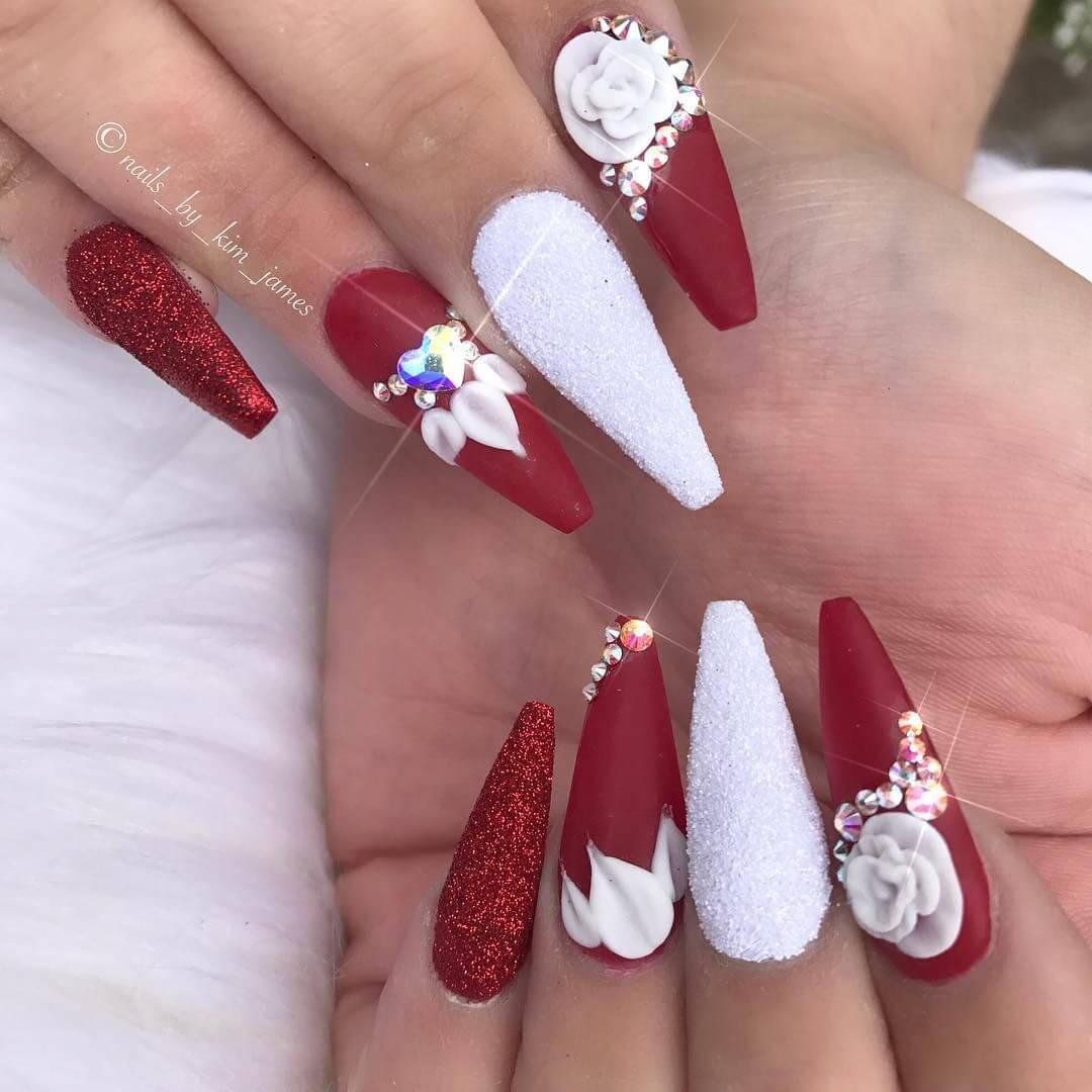 ongles rouges et blancs pour la mariée