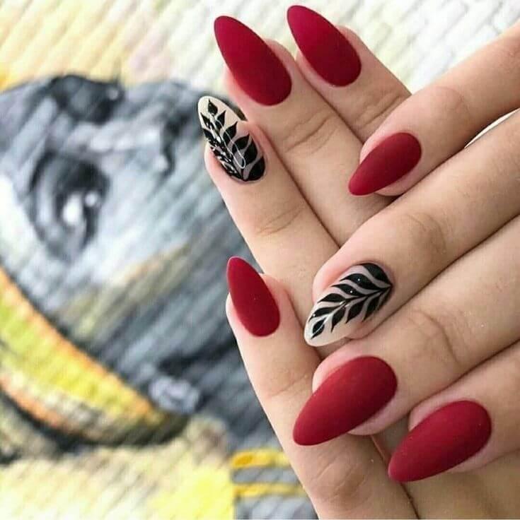 ongles rouges pour la mariée
