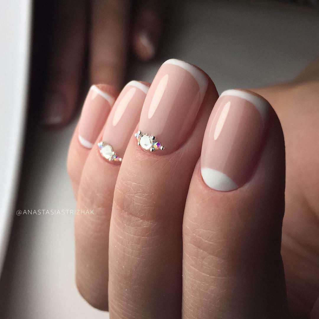 ongles simples avec pierres pour la mariée