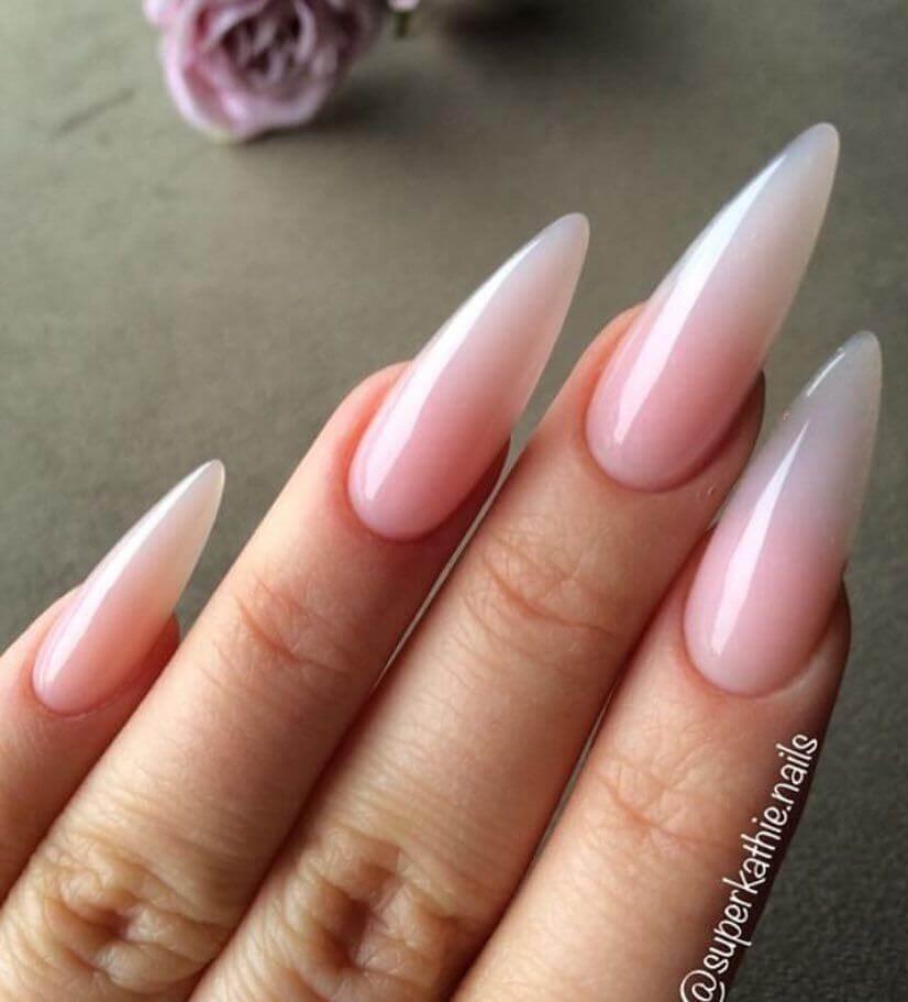 ongles stiletto naturels