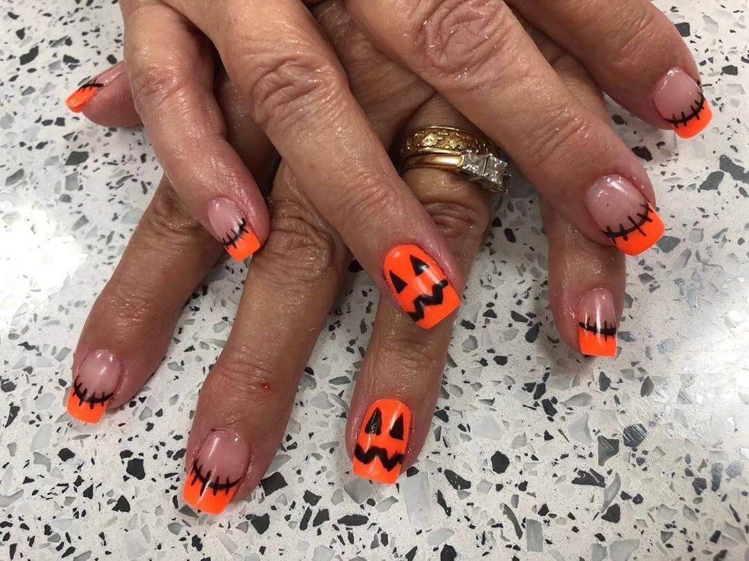 visage de citrouille ongles d'halloween